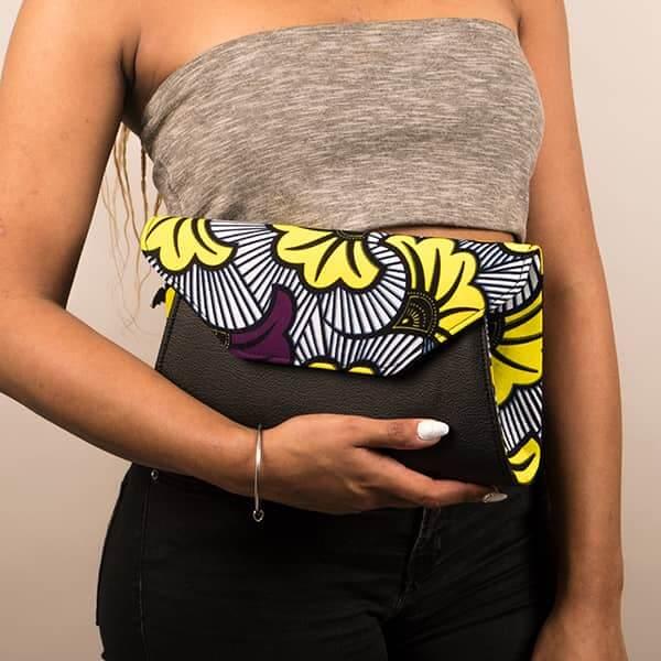 Mode africaine femme 2020 pochette clutch large en wax - Afrhika store boutique à toulouse